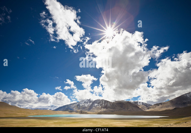 Sunlight And Cloud Over A Lake And Mountains; Ladakh Jammu And Kashmir India - Stock-Bilder