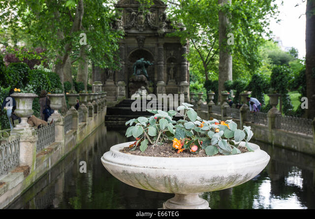 Medici fountain stock photos medici fountain stock for Jardin 00 garden
