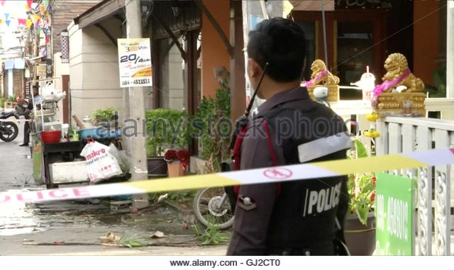 A policeman is seen at the site of one of two bomb blasts which occurred on August 11, 2016, in Hua Hin, south of - Stock-Bilder