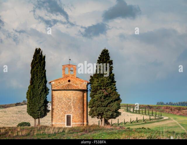 Europe, Italy, Tuscany, San Quirico d'Orcia.  The Vitaleta Chapel. - Stock-Bilder