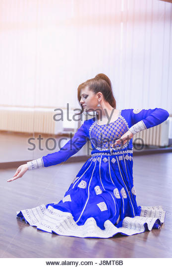 Portrait of  bollywood dancer in dance studio. - Stock-Bilder