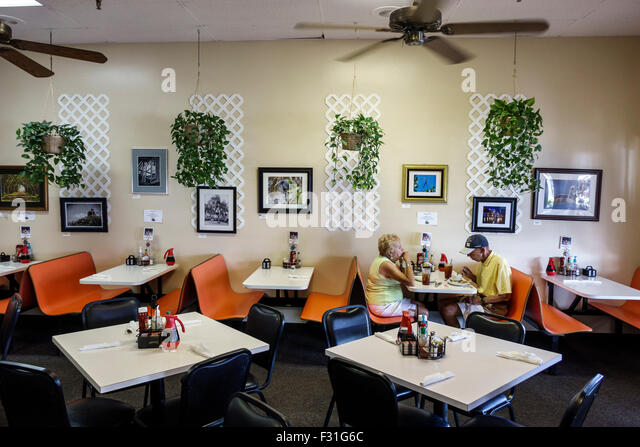 Stuart Florida Alice's Family Restaurant restaurant inside interior tables nearly empty senior man woman couple - Stock Image