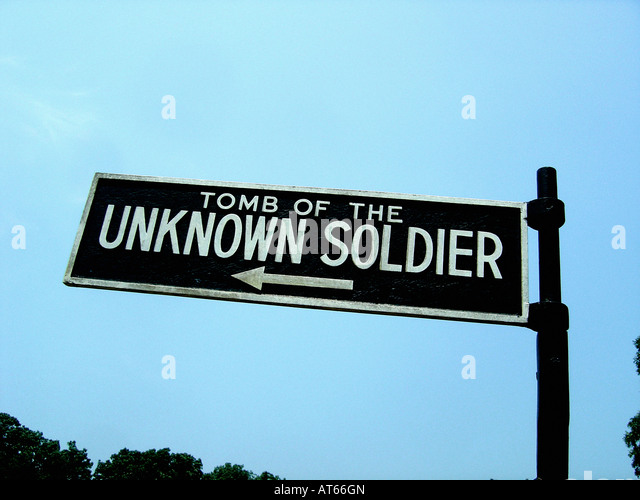 Sign & Arrow Pointing Towards The Tomb of the Unknown Soldier at Arlington National Cemetery in Washington DC - Stock Image