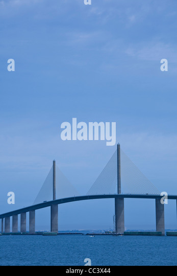 USA, Florida, St. Petersburg Beach, Sunshine Skyway bridge. Tampa Bay, morning - Stock-Bilder