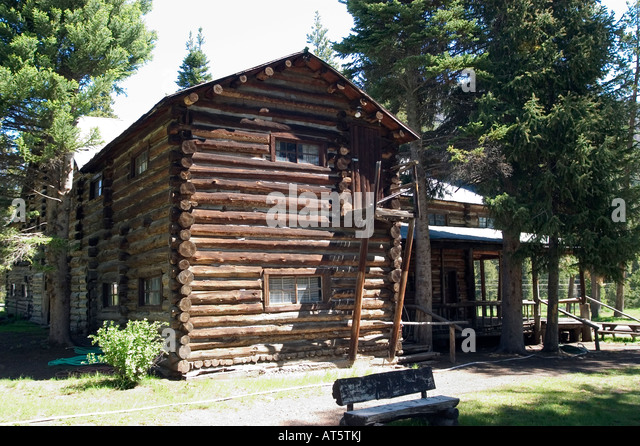 Hunting buffalo yellowstone stock photos hunting buffalo Yellowstone log cabin hotel