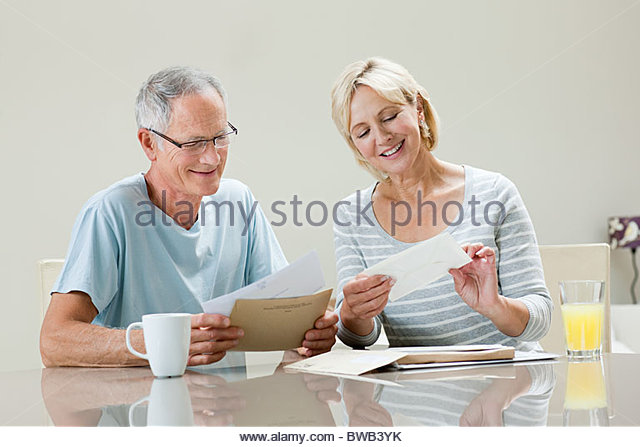 Mature couple with letters - Stock Image