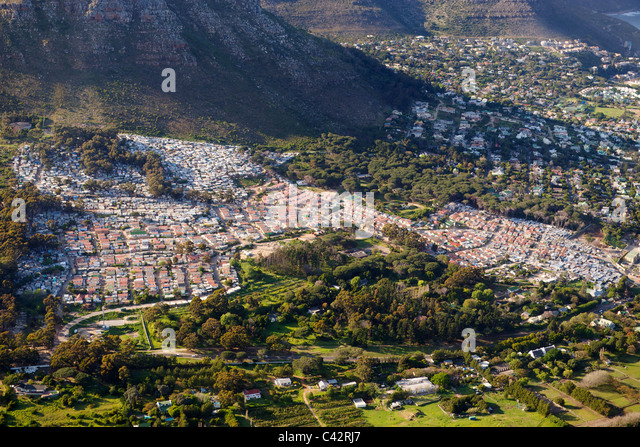Aerial view of Imizamo Yethu township (aka Mandela Park) in Hout Bay in Cape Town, South Africa. - Stock-Bilder