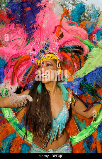 Brazilian Samba dancer. Sonia de Oliveira from Amasonia Samba School, Carnival of Cultures in Berlin, Germany, Europe. - Stock-Bilder