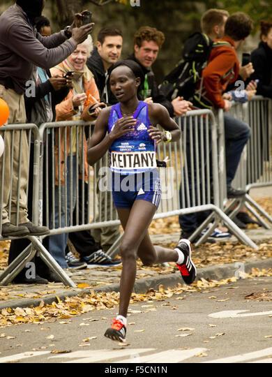 New York, New York, USA. 01st Nov, 2015. New York City marathon. NYC Marathon, Central Park, New York, NY USA, Woman - Stock Image