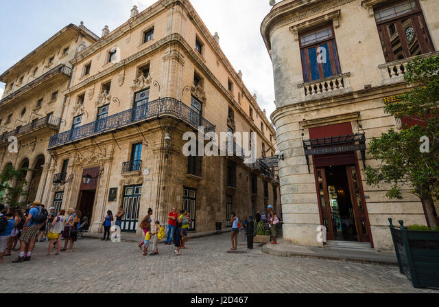 Cuba. Havana. Old Havana. Tourists and locals mix on the cobbled streets. - Stock Image