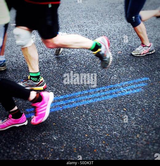 Follow the blue line. Virgin Money London Marathon 2015 - Stock-Bilder