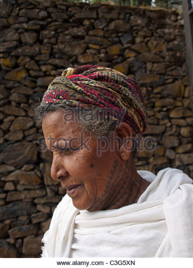 Ethiopian woman with traditional neck tattoo - Stock-Bilder