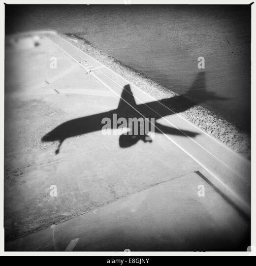 USA, California, San Francisco, Shadow of airplane - Stock Image