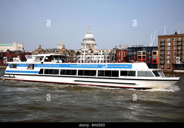 Thames Boat Cruise Stock Photos & Thames Boat Cruise Stock