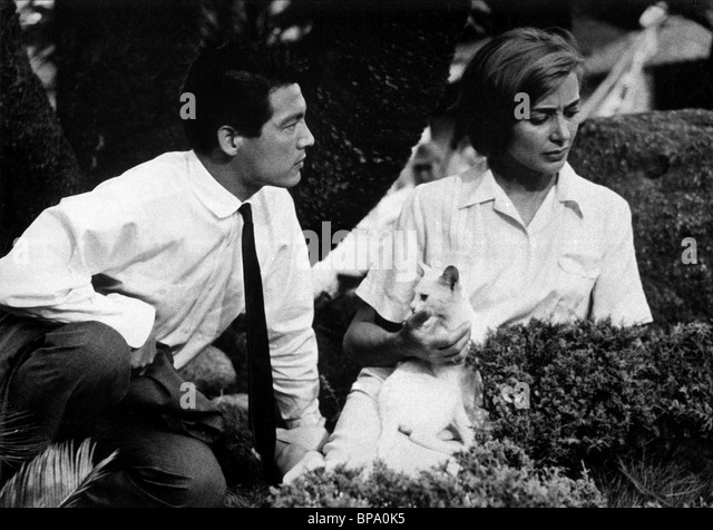 hiroshima mon amour analysis essay Submit a video essay start a discussion  review & analysis [video review in post] 10   thoughts on hiroshima mon amour.