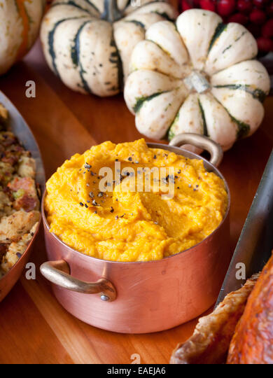11-7-2013, New York, NY  Chef Tom Colicchio prepares a Thanksgiving meal, including Sweet Potatoes, at his restuarant - Stock Image