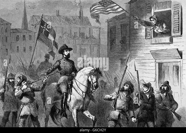 1860s BARBARA FRIETCHIE AGE 90 WAVING UNION FEDERAL FLAG AS CONFEDERATE TROOPS UNDER STONEWALL JACKSON PASS IN FREDERICK - Stock Image