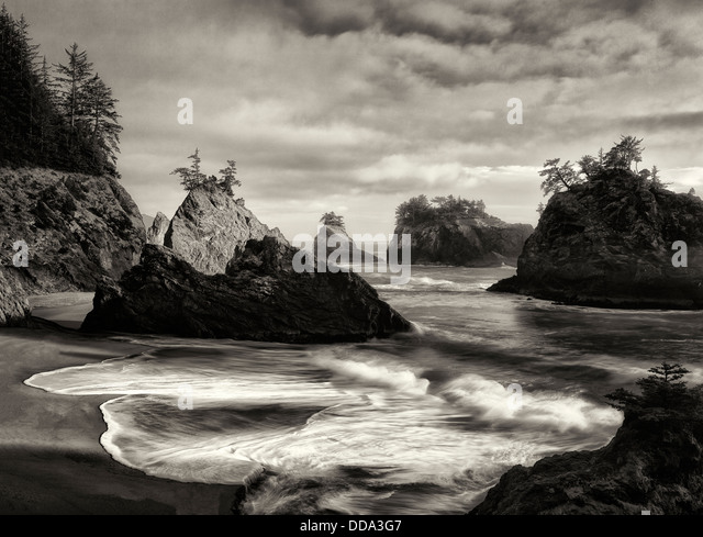 Sunset on beach with sea stacks in Samuel H. Boardman State Scenic Corridor. - Stock Image
