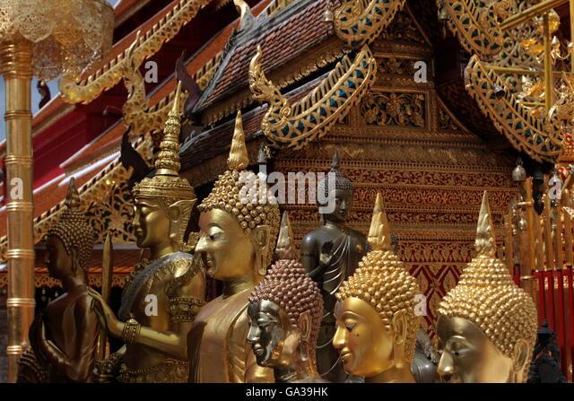 Die Architektur des Wat Phra That Doi Suthep Tempel in Chiang Mai im Norden von Thailand. - Stock-Bilder