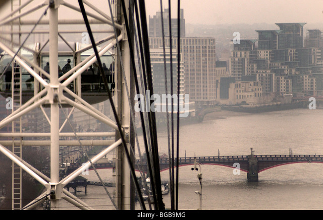 Photograph of London Eye winter cold river thames viewing grey - Stock-Bilder