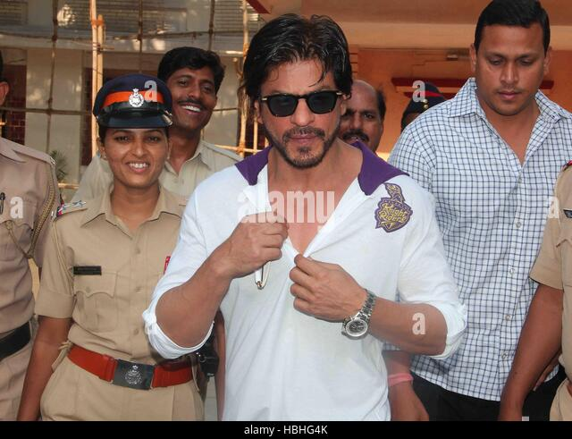 Bollywood actor Shahrukh Khan after casting his vote for the Lok Sabha elections, in Mumbai, India on April 24, - Stock-Bilder