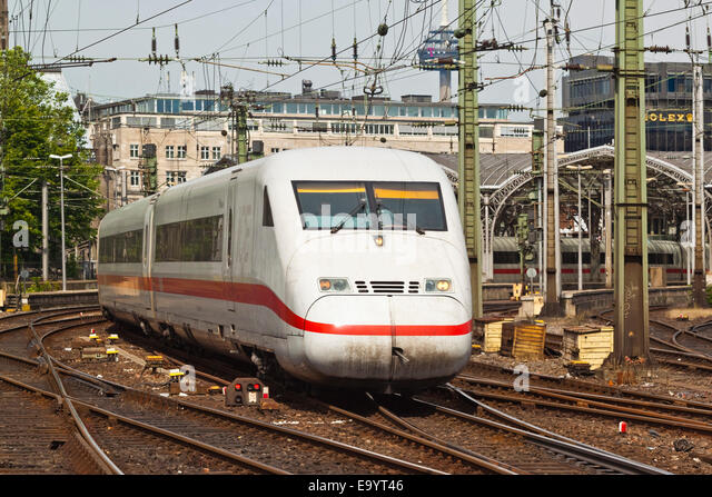 Intercity-Express ICE electric train leaving Koln Hauptbanhof (railway station) in the city centre; Cologne, Germany - Stock-Bilder