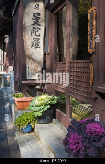 Kyoto City Japan Street scene near the Adashino Nenbutsu ji Temple - Stock Image