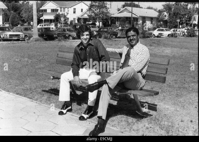 Mar 5, 1974 - St Petersburg, Florida, U.S. - St. Pete High Principal VYRLE DAVIS, and CHARLIE CRIST, relax at lunchtime - Stock-Bilder