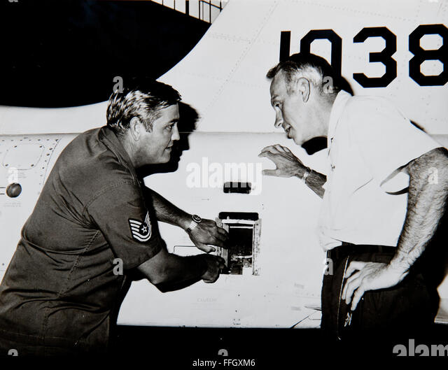 Then-Tech. Sgt. Hackworth (left) works on a T-38 Talon while talking to then-Col. Cecil Fox in 1973 at Moody Air - Stock Image