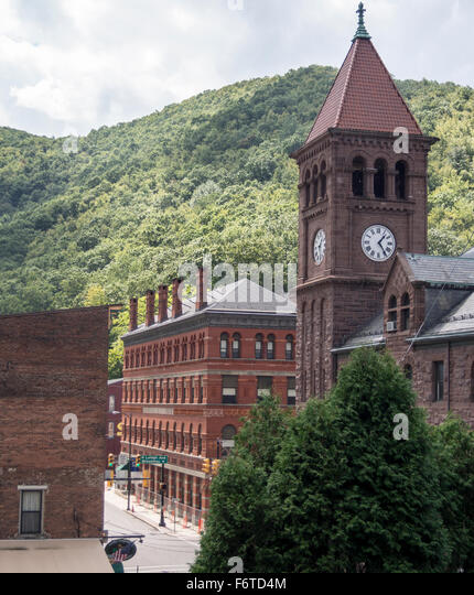 Carbon County Court house Clock tower. Carbon County Court House and Susquehanna St and the Lehigh Coal & Navigation - Stock Image