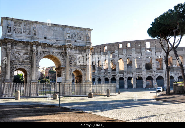 The triumphal arch, Arch of Constantine, and the Colosseum in central Rome, Italy. - Stock Image