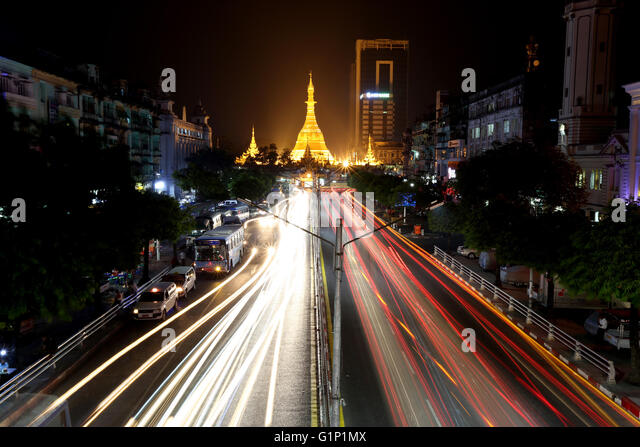 Yangon. 17th May, 2016. Photo taken on May 17, 2016 shows a scene of the vehicles running on a road near the Sule - Stock Image