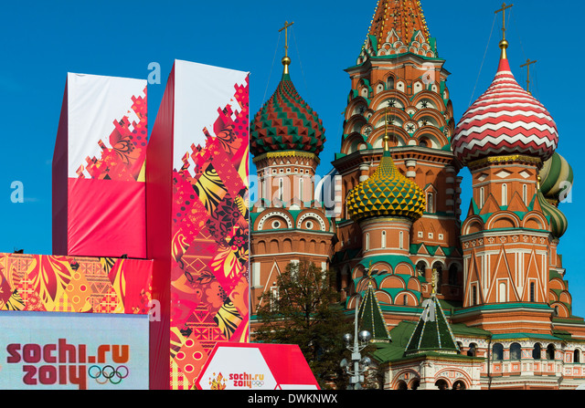 Torch Relay stand for Sochi Winter Olympics 2014, with onion domes of St. Basil's Cathedral beyond, Red Square, - Stock Image