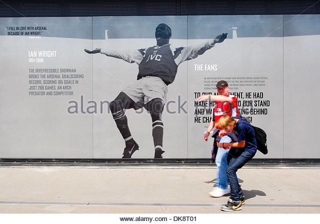Ian wright stock photos ian wright stock images alamy for Arsenal mural emirates