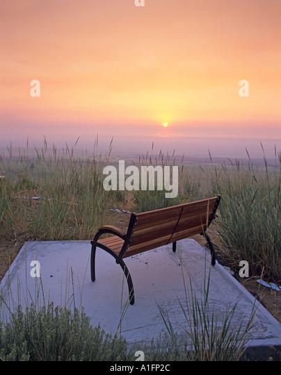 Bench and sunrise Summer Lake Inn Oregon - Stock Image
