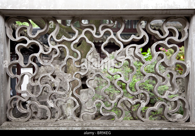 China, shanghai, pattern in wall at yu garden - Stock Image