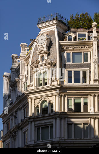 Architectural detail of Second Empire building in Chelsea, Manhattan, New York City - Stock-Bilder