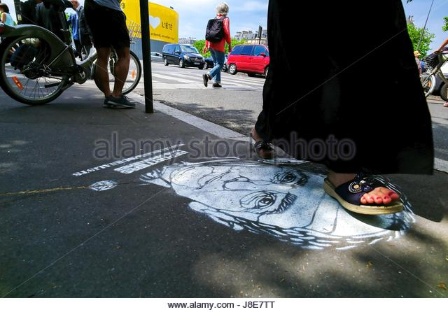 Paris, France. 28th May, 2017. Portrait of an arrested journalist in Turkey is painted on a street in Paris, France - Stock Image