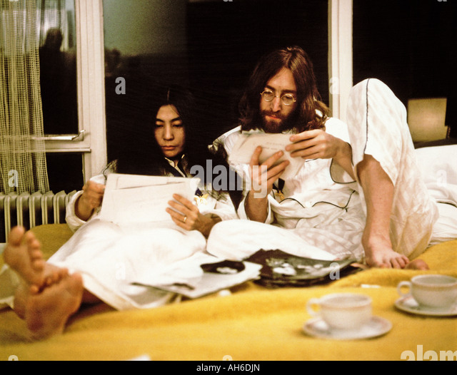 BEATLES John and Yoko during their week long Bed in for Peace at Queen Elizabeth Hotel, Montreal, Canada,  May 1969 - Stock-Bilder