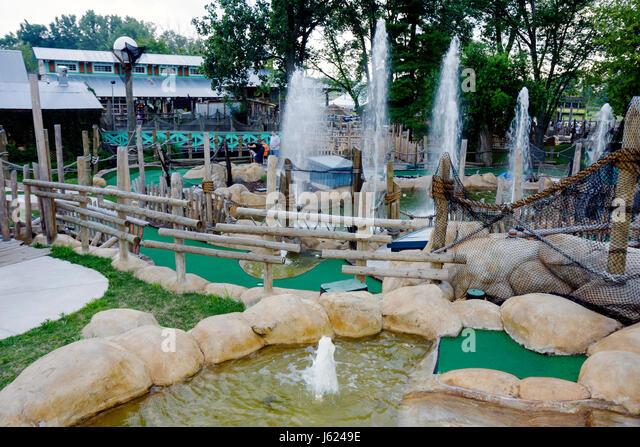 Indiana Valparaiso Zao Island Entertainment Center miniature golf fountains family entertainment putting game recreation - Stock Image