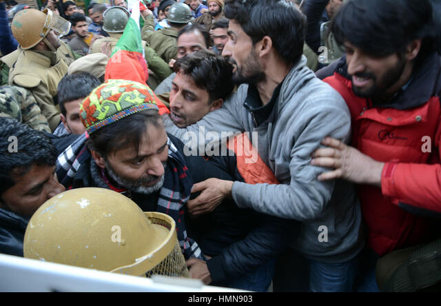 Srinagar, Indian Administered Kashmir. 10th February 2017.Indian police detain chairman of Jammu andKashmir Liberation - Stock Image