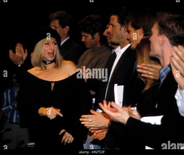 BARBRA STREISAND WITH KEVIN BACON, STOCKARD CHANNING AND HARRY HAMLIN APRIL 18, 1993 THE NORMAL HEART AIDS BENEFIT - Stock Image
