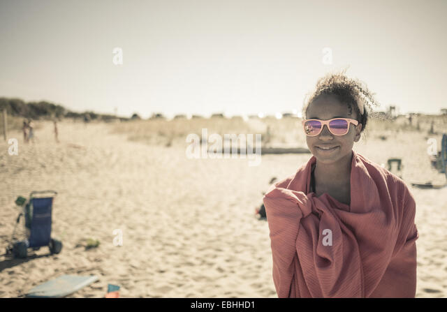 Girl wrapped in towel on beach, Truro, Massachusetts, Cape Cod, USA - Stock-Bilder