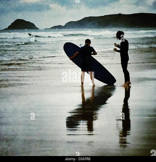 Surfers preparing to surf - Stock Image