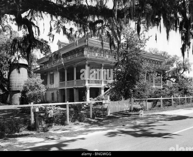 Plantation house black and white stock photos images alamy for Asia asian cuisine richmond hill ga