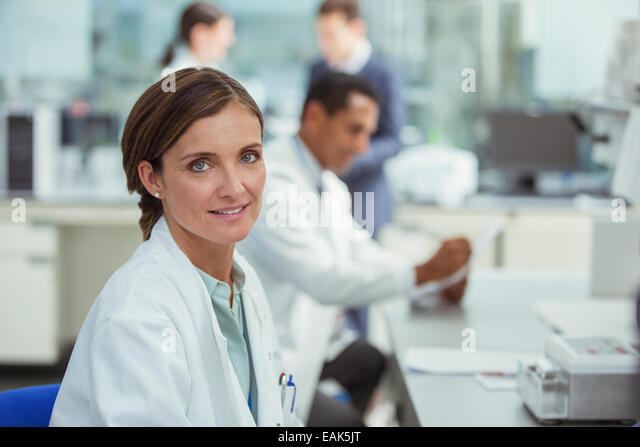 Scientist smiling in laboratory - Stock Image