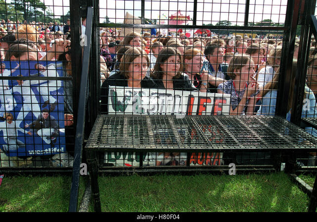 WESTLIFE FANS AT GIG  18 August 1999 - Stock Image