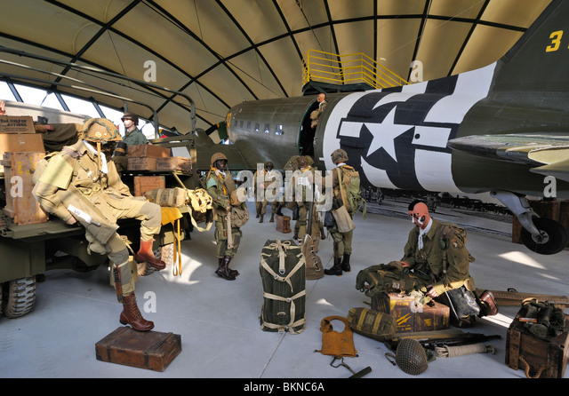 Douglas C-47 airplane, uniformes and weapons of the American army in the Airborne Museum at Sainte-Mère-Église, - Stock Image
