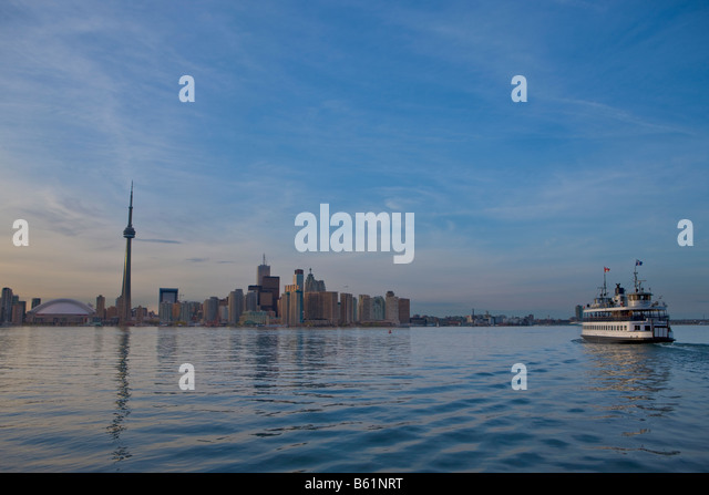 Toronto Island's Ferry departing Centre Island, City of Toronto, Ontario, Canada. - Stock Image
