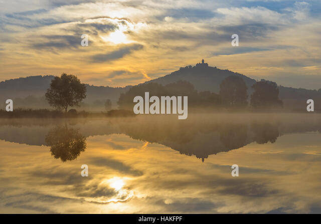 Wachsenburg Castle at Sunrise Reflecting in Lake, Drei Gleichen, Ilm District, Thuringia, Germany - Stock Image